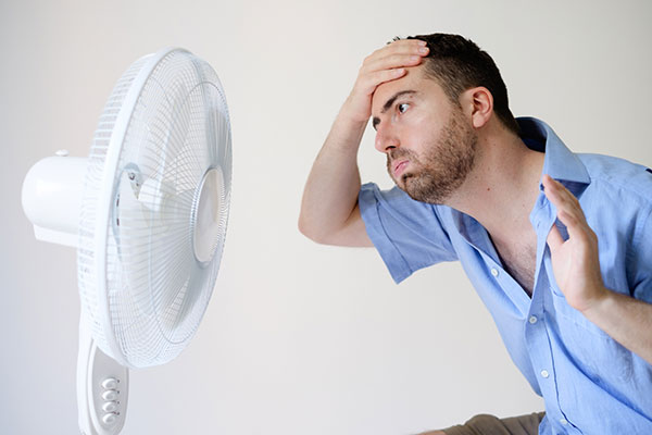 air_conditioner_repair_man_in_front_of_fan